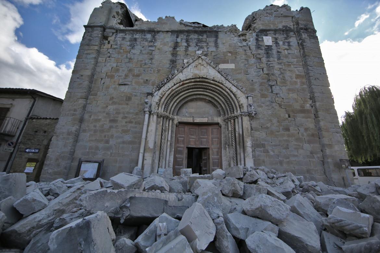 La chiesa di sant'Agostino ad Amatrice dopo il terremoto