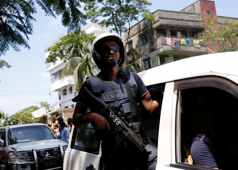 Polizia per le strade di Dacca
