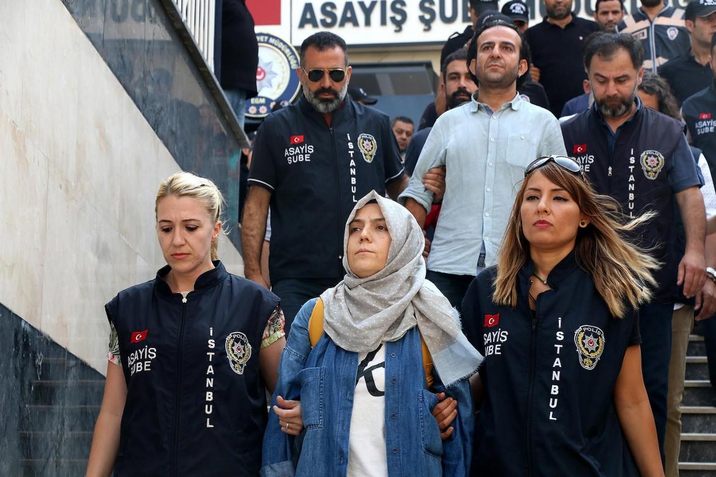 Due dei giornalisti arrestati dopo il tentato golpe, Bürsra Erdal e bÜlent mumay