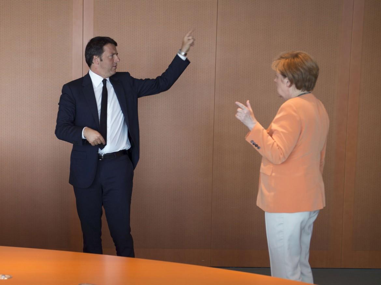 Renzi con Merkel a Maranello