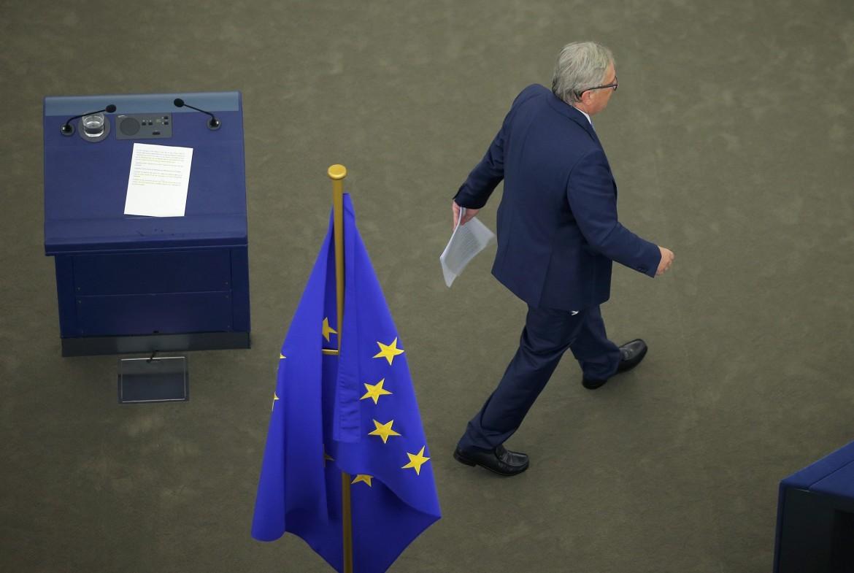 Juncker si allontana dopo il discorso annuale sullo stato Unione Europea