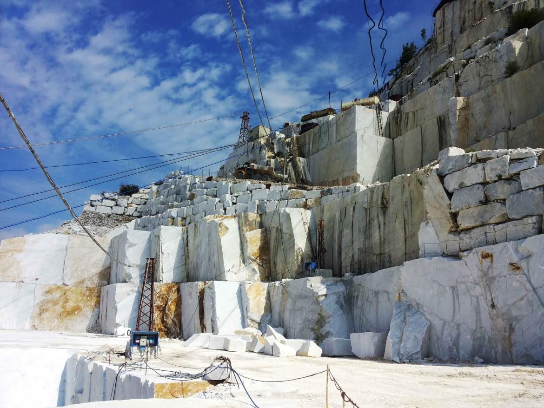 Una cava di marmo a Carrara