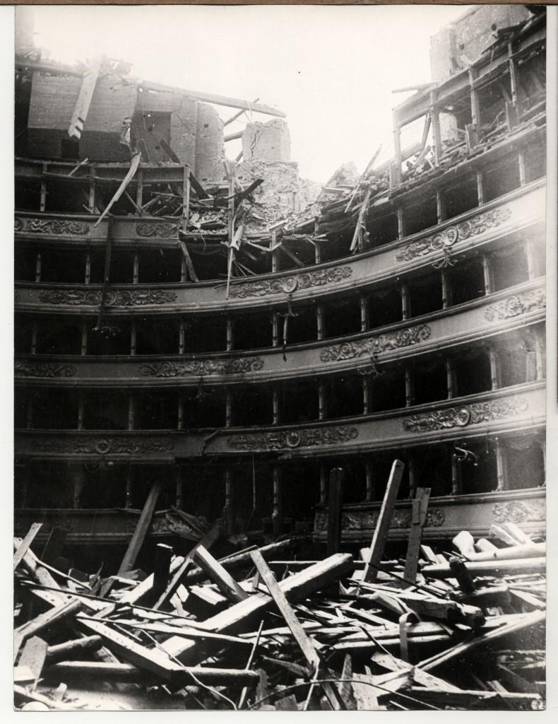 Milano, Teatro alla Scala - I danni del bombardamento 1943 (immagini dal Fondo Luigi Lorenzo Secchi)