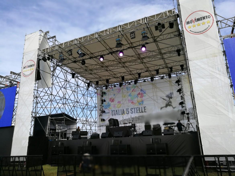 Il palco della festa M5S a Palermo
