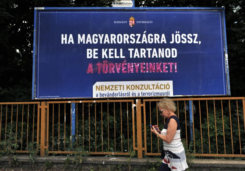 Cartellone pubblicitario per il No al referendum ungherese