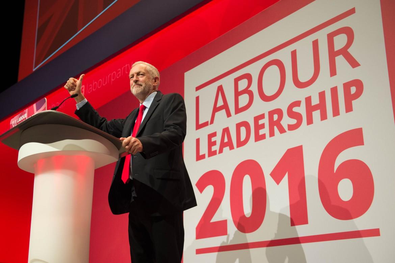 Liverpool, Corbyn festeggia la rielezione a segretario del Labour party