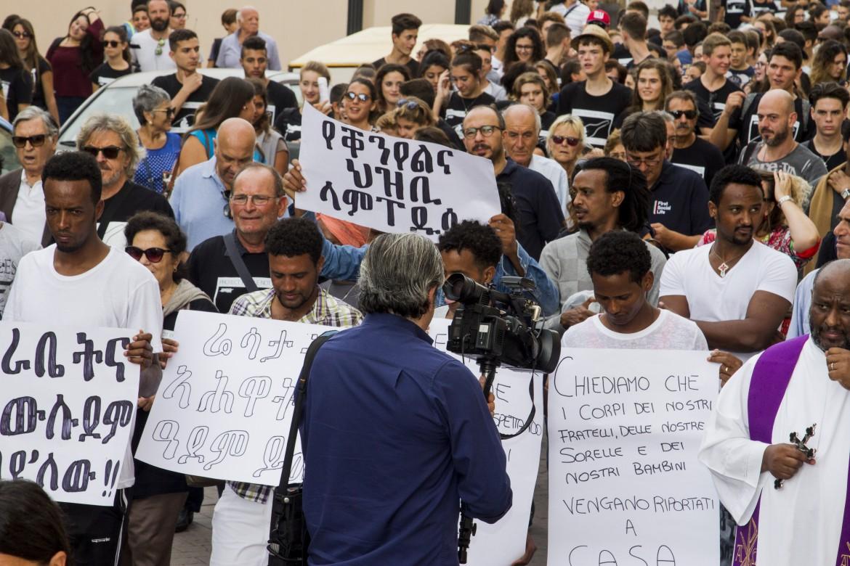 La marcia verso la Porta dell'Europa a Lampedus