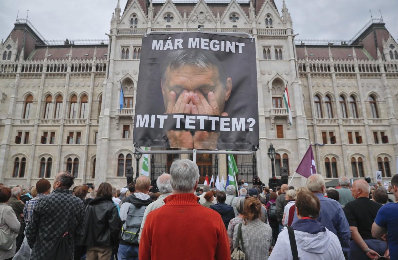 Budapest, manifestazione dell'opposizione contro il premier Vicktor Orbán