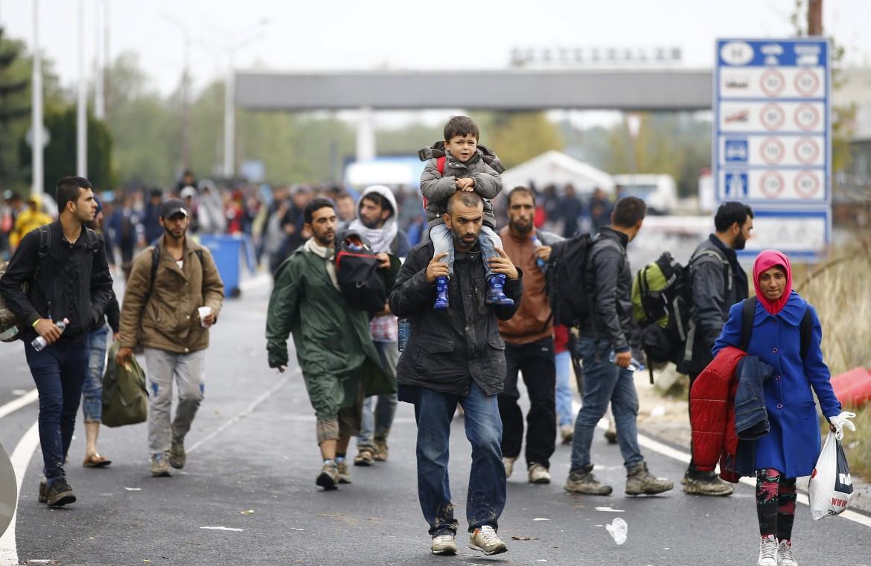 Migranti al confine tra Ungheria e Austria nel 2015