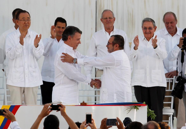 Cartagena, del 26 settembre 2016: Manuel Santos e il leader della Farc Timoshenko siglano lo storico accordo