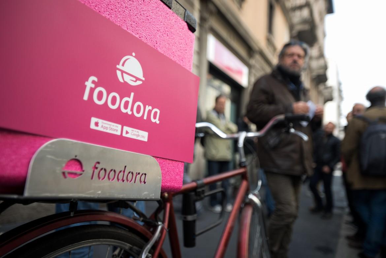 Milano, la protesta dei Bikers di Foodora