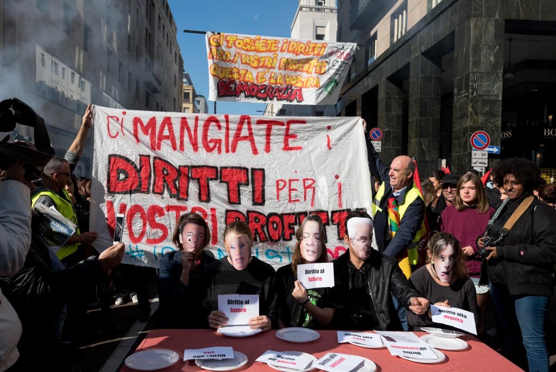 Sciopero e proteste in piazza a Milano