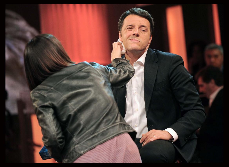 Renzi durante un'apparizione tv durante la campagna elettorale