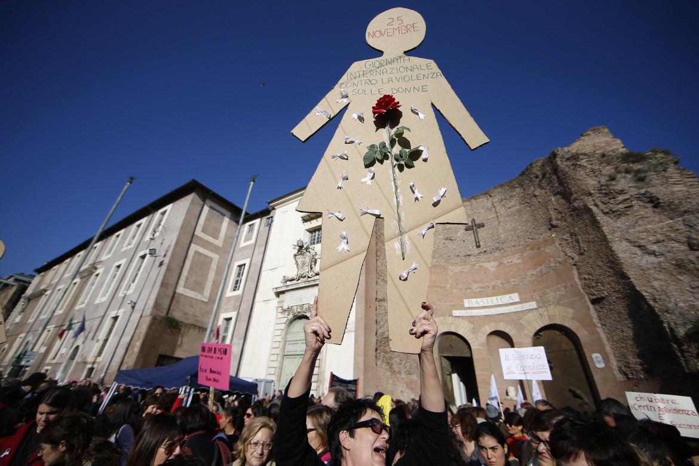 La manifestazione contro i femminicidi