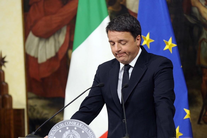 Matteo Renzi annuncia le dimissioni la notte del voto referendario