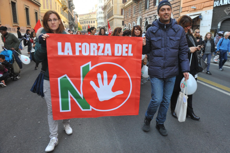 Una manifestazione per il no al referendum costituzionale