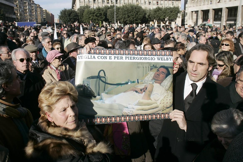 Il saluto in piazza Don Bosco a Piergiorgio Welby il 20 dicembre 2006