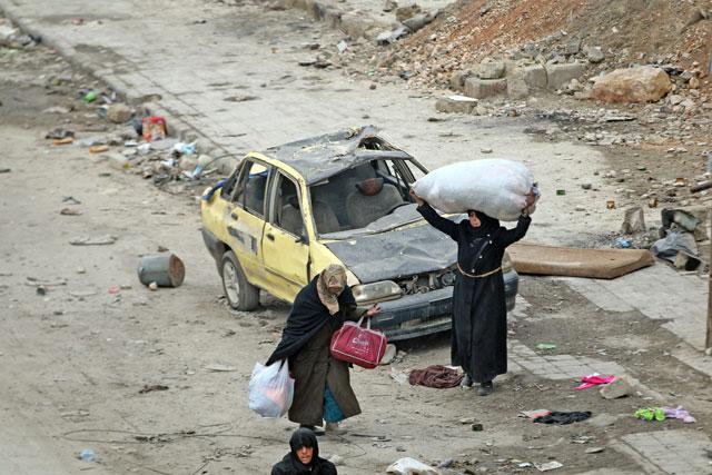 Civili lasciano Aleppo Est