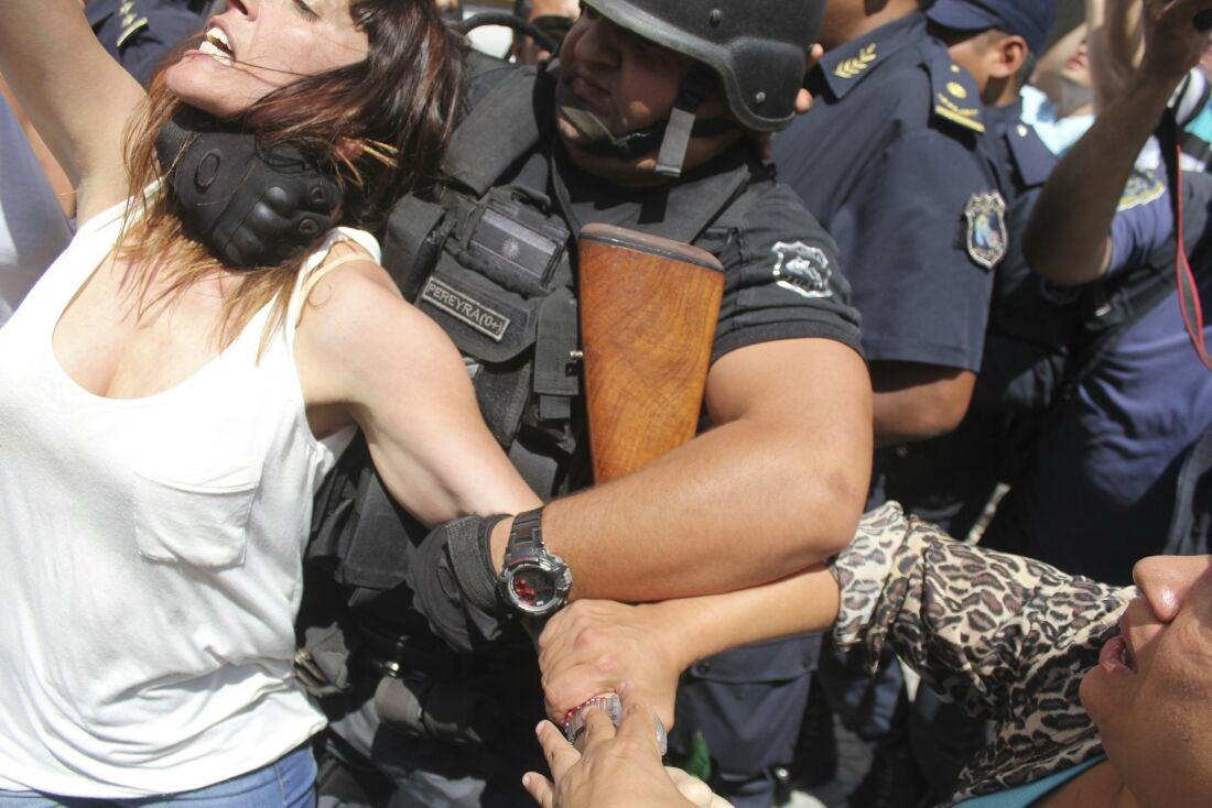 Buenos Aires, Macri reprime i manifestanti