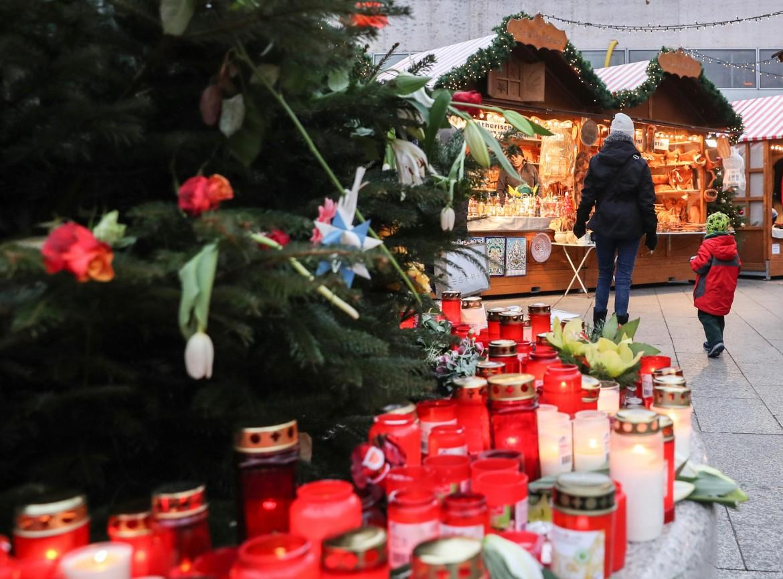 Riapre il mercato di Breitscheidplatz a Berlino dopo l'attentato di lunedì 19 dicembre