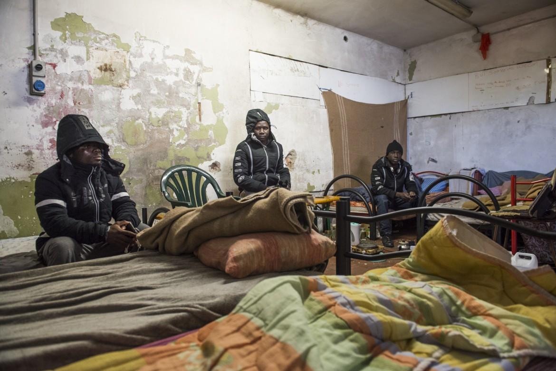 Migranti all'interno del Cpa di Cona prima dello sgombero
