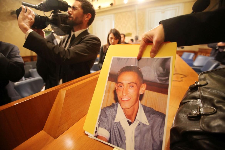 La foto di Stefano Cucchi mostrata durante una conferenza stampa dei familiari