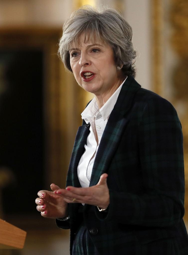 Theresa May, con tailleur in tartan di Vivienne Westwood, durante il suo intervento alla Lancaster House di Londra