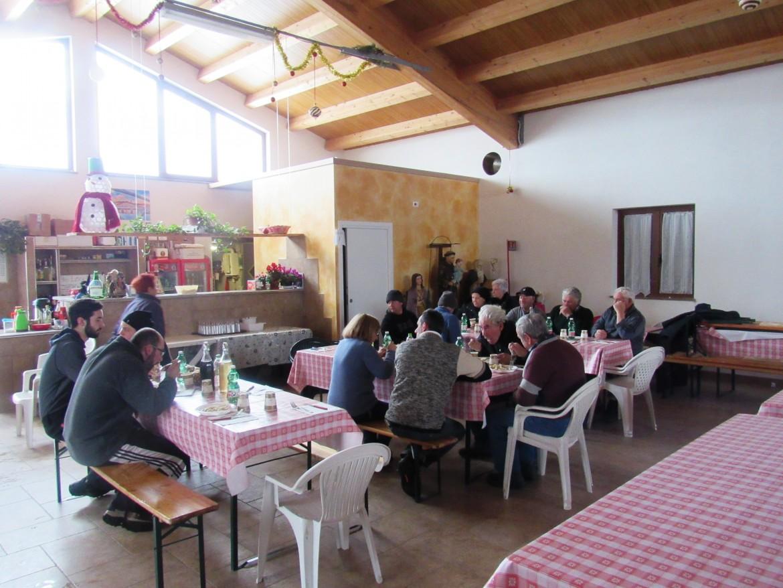 Il pranzo collettivo nella sede della Proloco di Campi