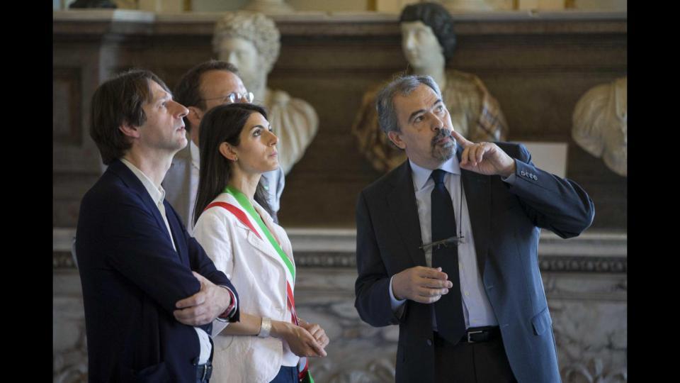 L'assessore Luca Bergamo e la sindaca di Roma Virginia Raggi ai Musei Capitolini