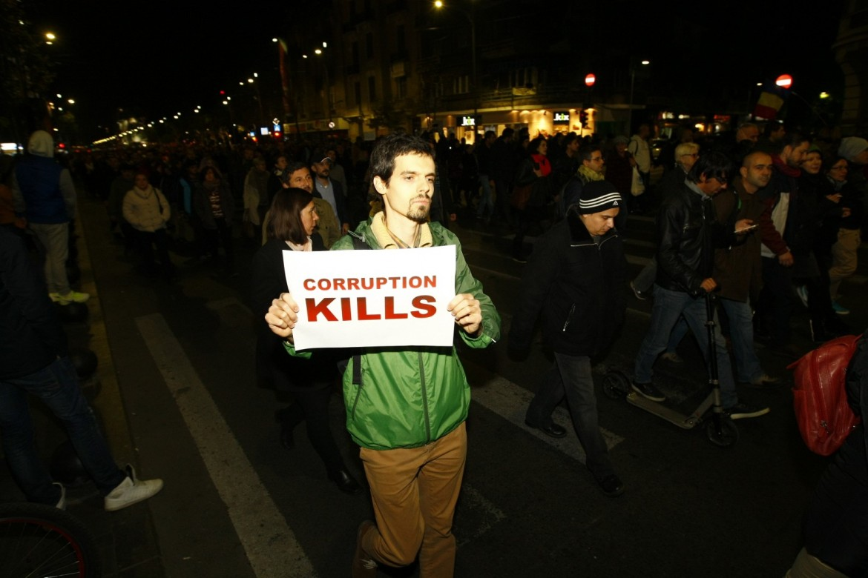 Protesta in Romania contro la depenalizzazione del reato di corruzione