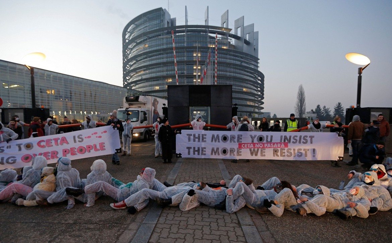 Strasburgo, la protesta contro il Ceta davanti al parlamento europeo
