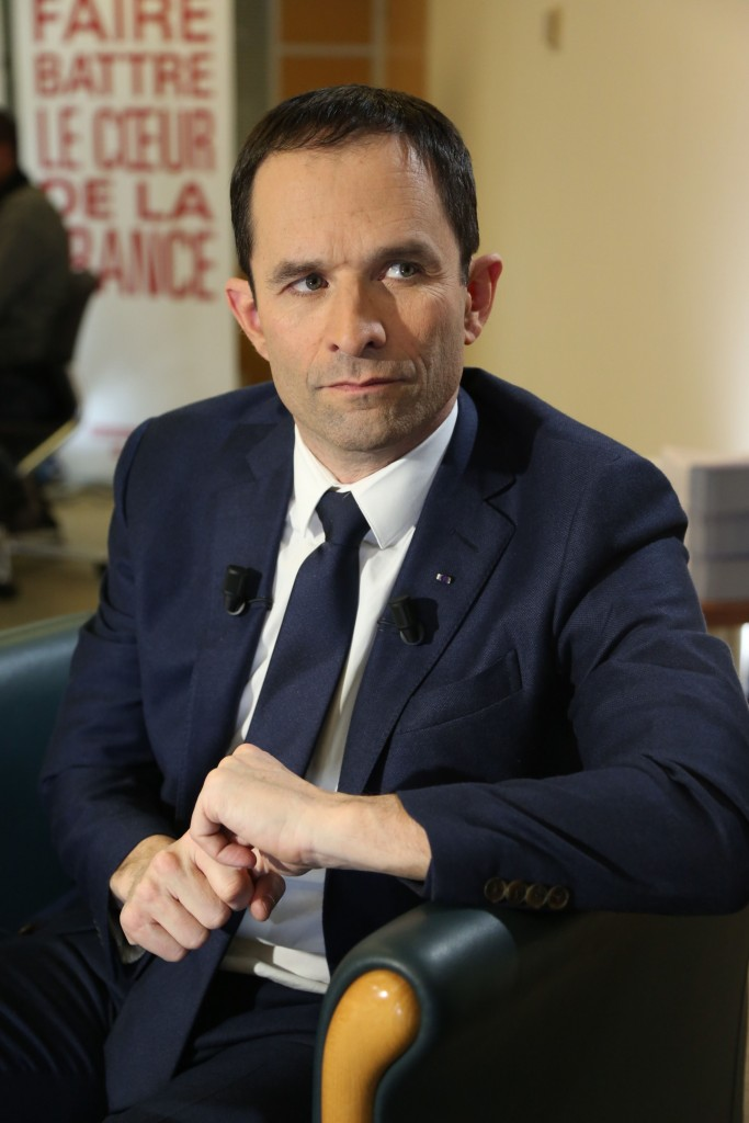 Benoît Hamon, sotto il comizio con ologramma di Mélenchon