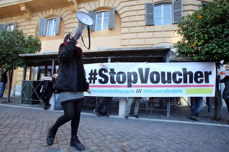 Roma, una protesta contro i voucher delle Camere del lavoro precario e autonomo (Clap)