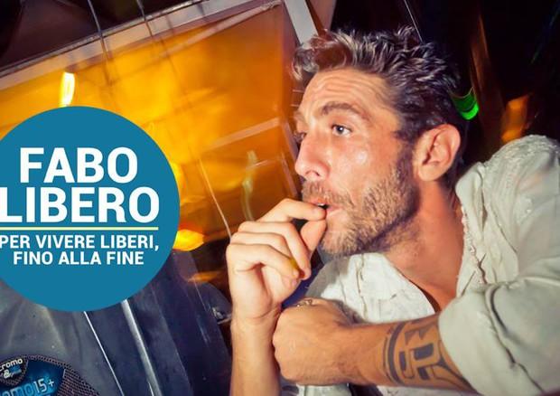 Dj Fabo nella campagna dell'associazione Coscioni per la legalizzazione dell'eutanasia