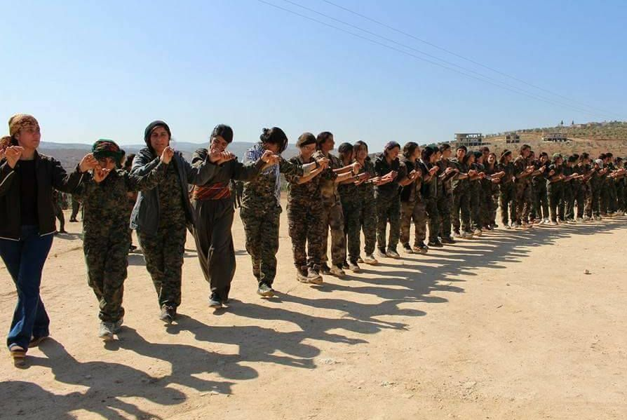 La manifestazione per l'8 marzo nel cantone curdo di Afrin