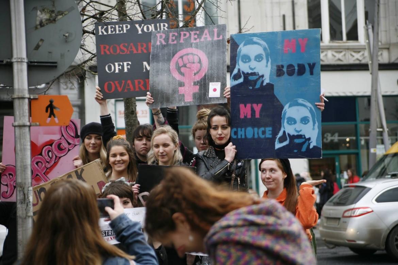 Dublino, lo sciopero sociale dell'8 marzo promosso dalla campagna «strike4repeal»