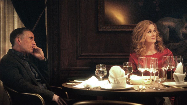 Una scena dal film «La cena» di Oren Moverman tratto la romanzo di Herman Koch, nella foto in basso