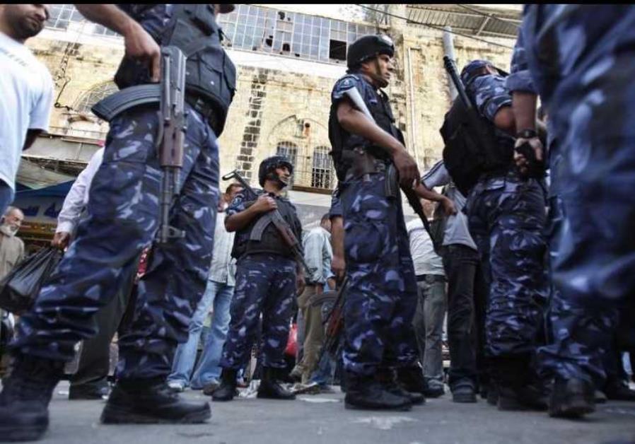 Agenti della polizia palestinese