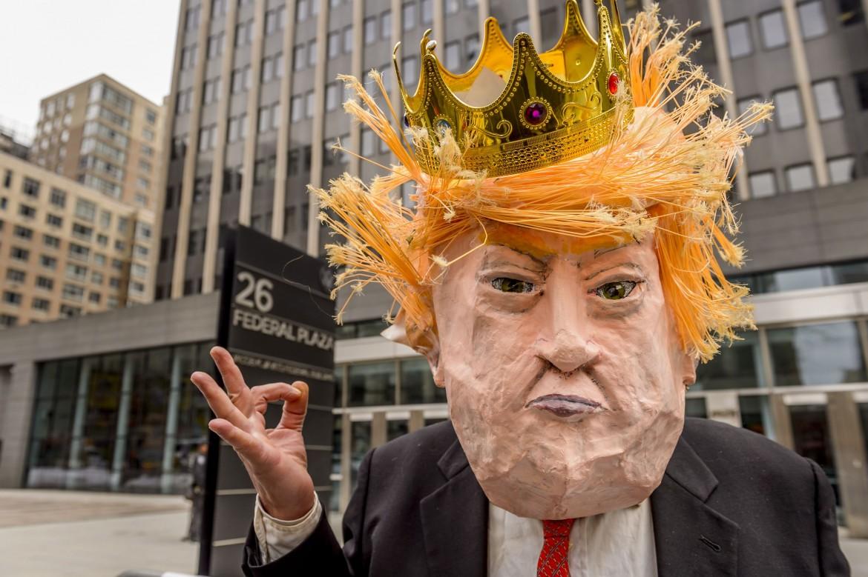 New York, proteste contro il piano sanitario di Trump