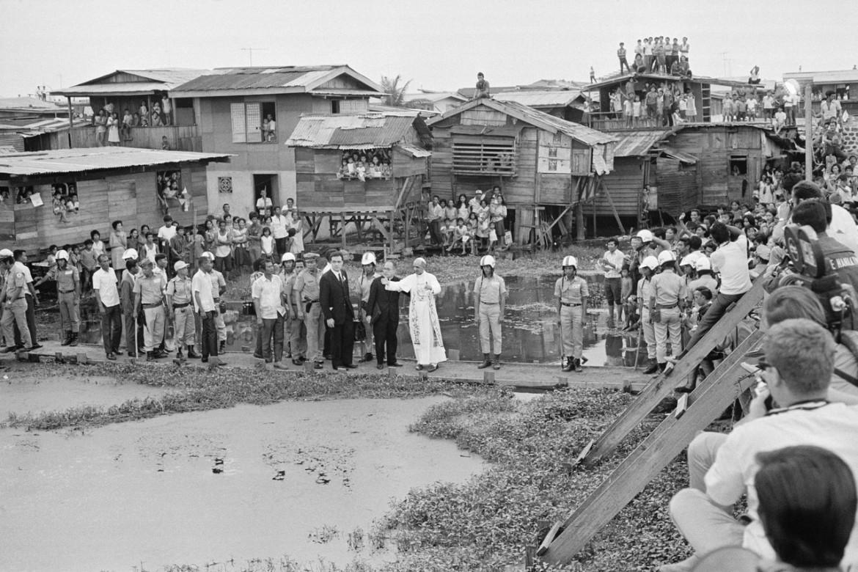 Manila, 29 novembre 1970. Paolo VI visita il distretto di Tondo
