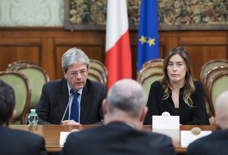 Paolo Gentiloni e Maria Elena Boschi ieri all'incontro con le Regioni