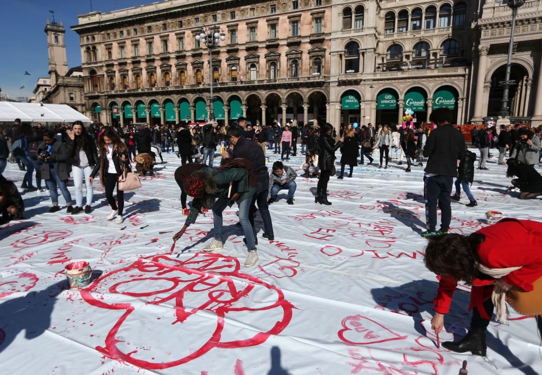 Milano, flash mob per la festa della donna