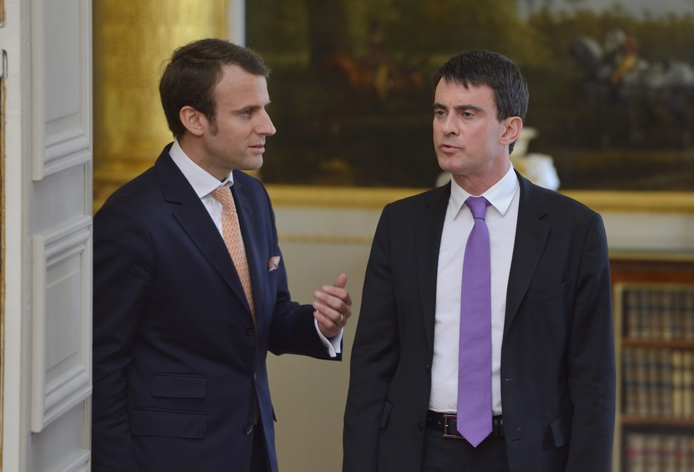 Manuel Valls con Emmanuel Macron; sotto Benoît Hamon ricevuto martedì a Berlino da Martin Schulz