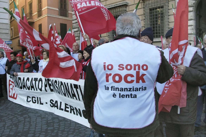 Una protesta di pensionati