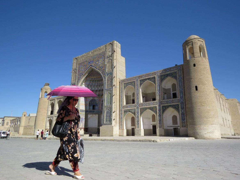 Una donna a Bukhara (Uzbekistan)