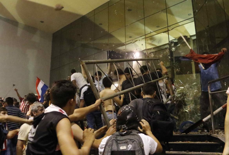 I manifestanti assaltano il Congresso