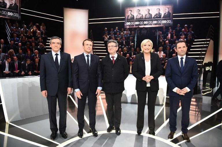 I quattro candidati Big in uno studio televisivo