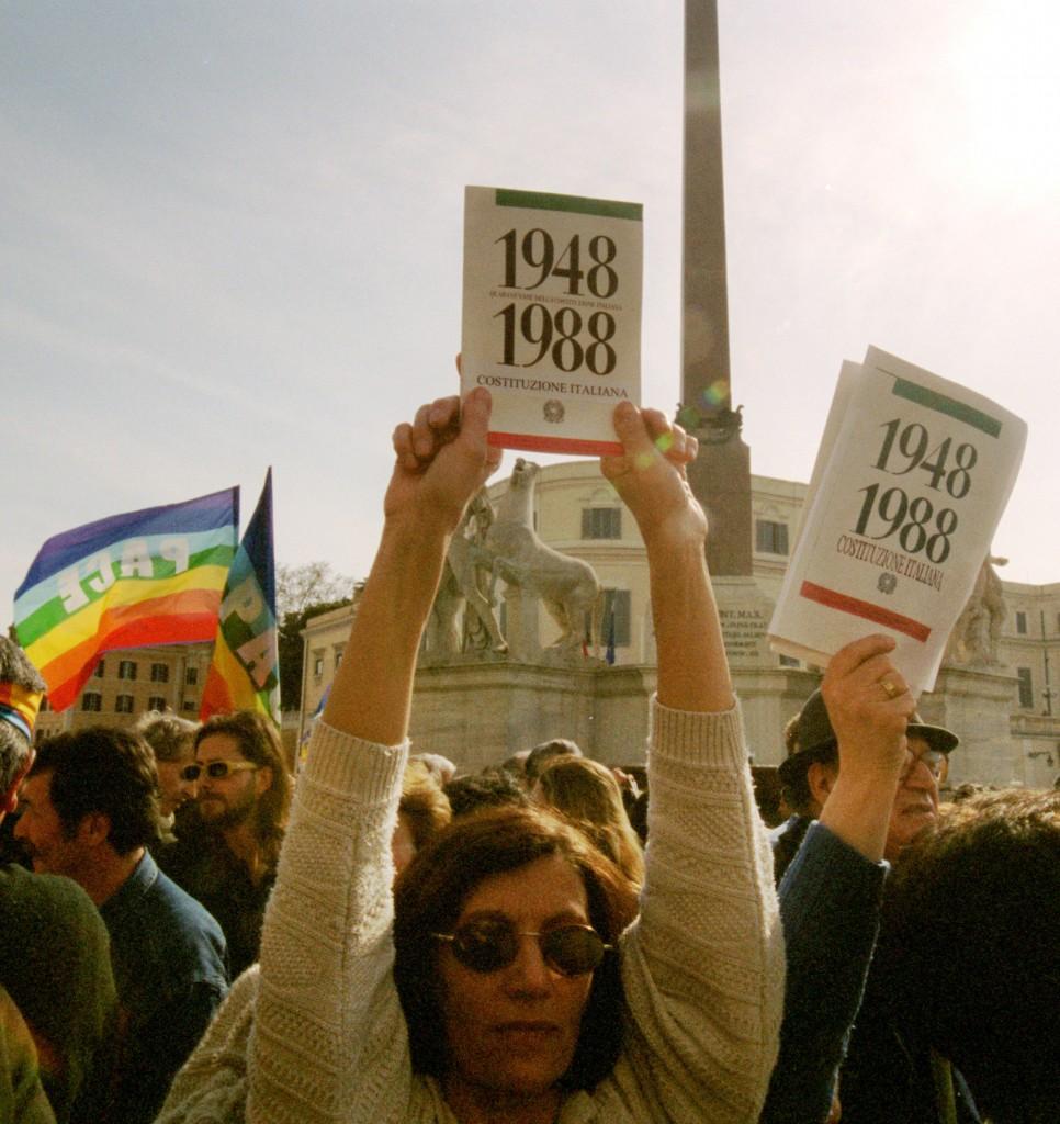 In piazza in difesa della Costituzione