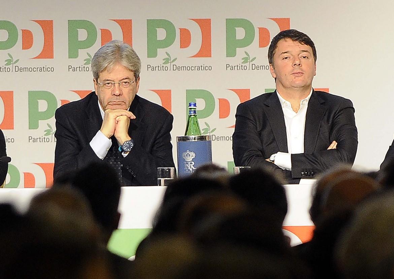 Il premier Gentiloni e l'ex premier Matteo Renzi