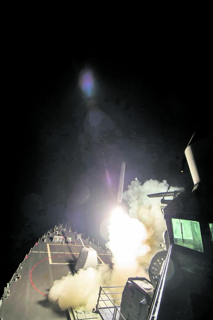Il lancio dei Tomahawk dalla portaerei Usa